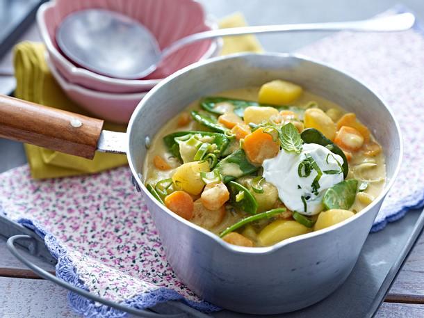 Kartoffel-Curry mit Zuckerschoten, Möhren und Frühlingszwiebeln Rezept
