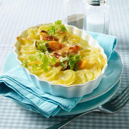 Kartoffel-Gratin mit Porree und Möhren in Béchamelsoße Rezept