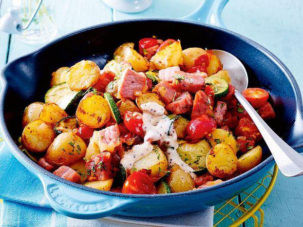 Kartoffel-Kasseler-Gröstl mit Senfsoße Rezept