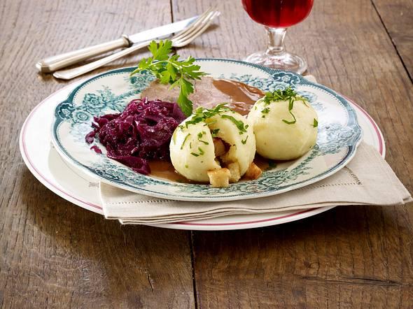 Kartoffel-Knödel mit Sauerbraten Rezept