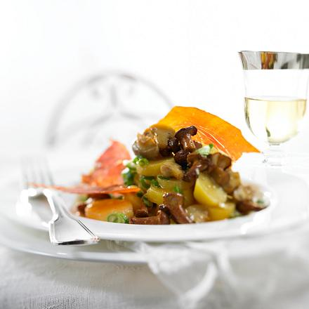 Kartoffel-Pfifferling-Salat mit Serrano-Chips  Rezept