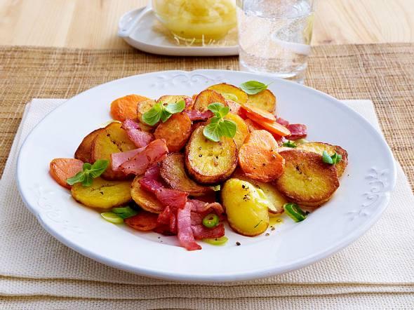 Kartoffel-Schinken-Gröstl mit Apfelkompott Rezept