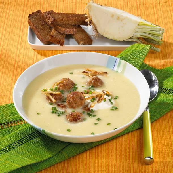 Kartoffel-Sellerie Suppe mit Mettbällchen Rezept