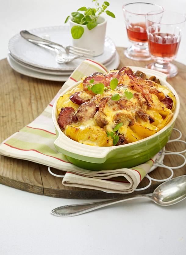 Kartoffel-Wurst-Auflauf mit Pilzen Rezept
