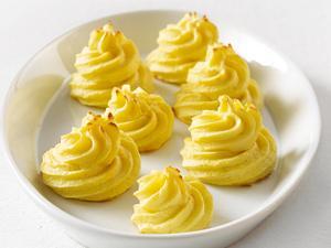 Kartoffelbeilagen aus gekochten Kartoffeln: Herzoginkartoffeln Rezept