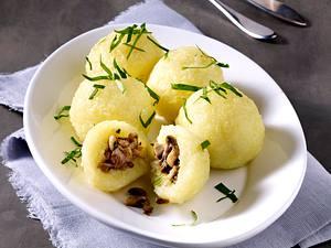 Kartoffelklöße mit Kräuter-Pilz-Füllung Rezept
