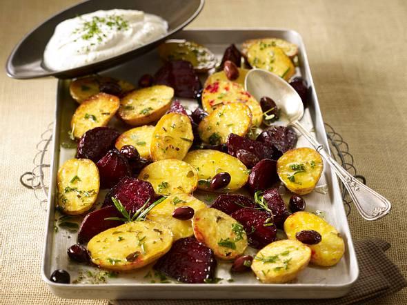 Kartoffeln mit Roten Beten vom Blech und Frischkäsecreme Rezept