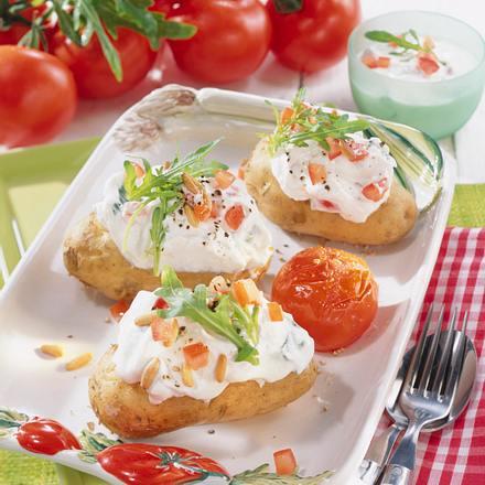 Kartoffeln mit Tomaten-Rauke-Quark Rezept