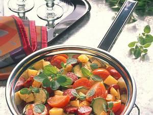 Kartoffelpfanne mit Tomaten, Cabanossi, Zucchini und Oregano Rezept
