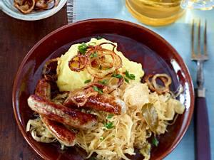 Kartoffelpüree mit Bratwurst und Sauerkraut Rezept