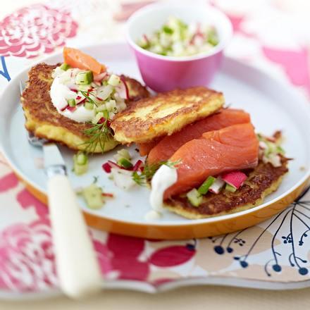 Kartoffelpuffer mit Lachs und Radieschen-Gurken-Salsa Rezept