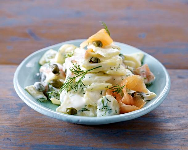 Kartoffelsalat mit geräuchertem Lachs, Kapern und Dill Rezept