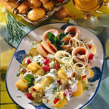 Kartoffelsalat mit Matjesröllchen Rezept