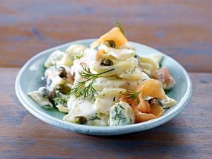 Kartoffelsalat mit Radieschen, Lauchzwiebeln und Salatgurke Rezept