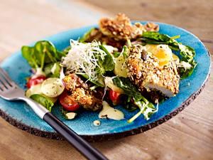 Kartoffelsalat mit Rauke und Backhendl-Streifen Rezept