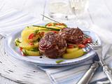 Kartoffelsalat mit Schnittlauch-Marinade zum Hackmedaillon Rezept