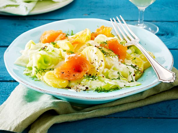 Kartoffelsalat mit Stremellachs, Gurke und Meerrettich-Joghurt-Dressing Rezept
