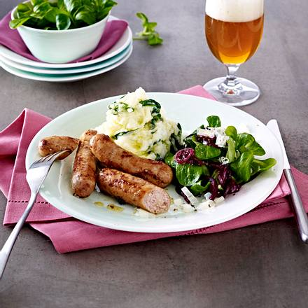 Kartoffelstampf mit Feldsalat, roten Zwiebeln und Nürnberger Würstchen Rezept