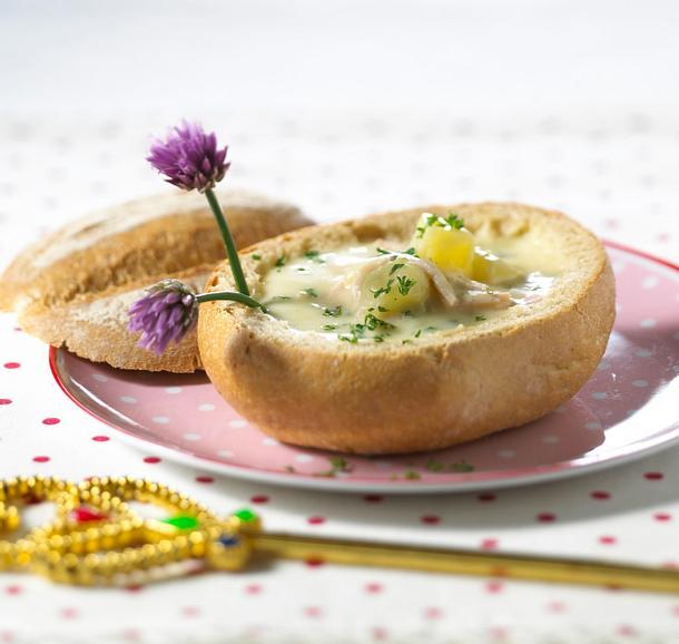 Kartoffelsuppe in der Brötchenschüssel Rezept