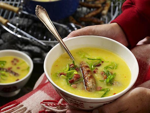 Kartoffelsuppe mit Grillwürstchen Rezept