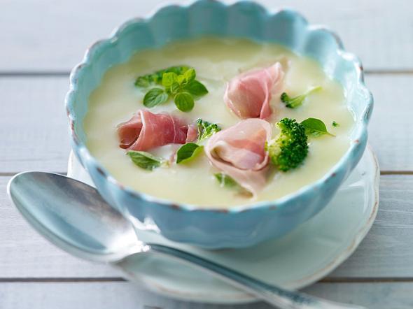 Kartoffelsuppe mit Parmaschinken, Broccoli und Oregano Rezept