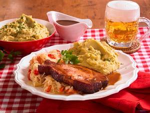 Kasseler mit Erbsenpüree und Sauerkraut Rezept