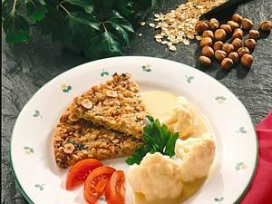 Kerniger Haferflockenkuchen mit Blumenkohl und Zitronensoße Rezept