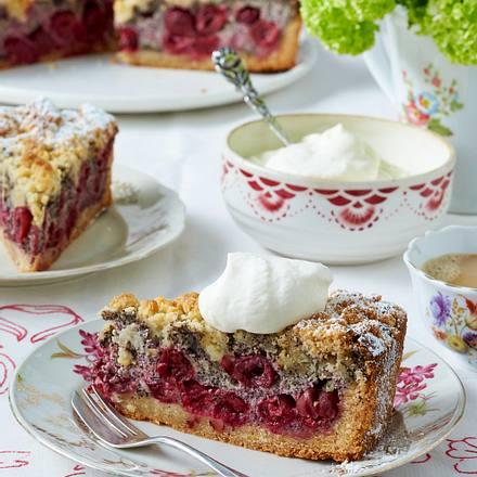 Kirsch-Mohnkuchen mit Marzipanstreuseln Rezept