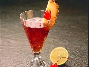 Kirsch-Rum mit Tonic Rezept
