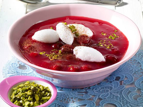 Kirschsuppe mit Schneeklößchen Rezept