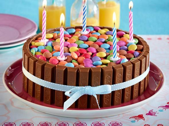 Kitkat-Smarties-Torte Rezept