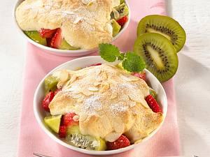 Kiwi-Erdbeersalat mit Mandelschaum Rezept