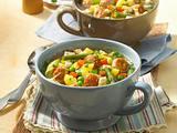Klare Gemüsesuppe mit Fleischklößchen Rezept