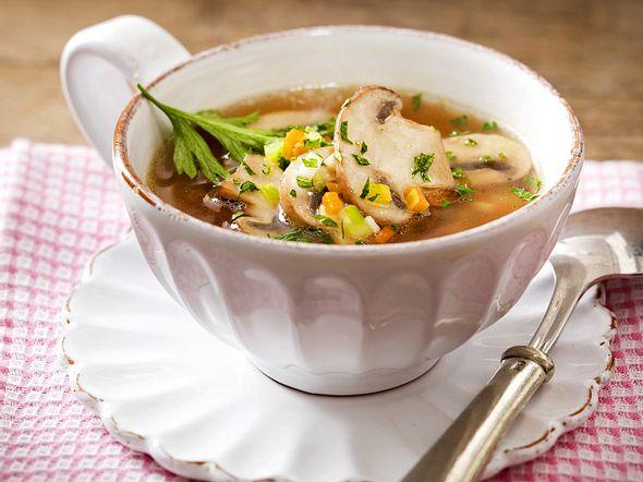 low carb suppe die besten rezepte lecker. Black Bedroom Furniture Sets. Home Design Ideas