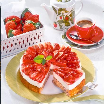 kleine erdbeer torte rezept lecker. Black Bedroom Furniture Sets. Home Design Ideas