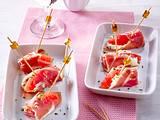Kleine Schinken-Päckchen mit Frischkäse und rosa Grapefruit Rezept