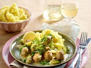 Klößchen-Gulasch mit Porree und Erbsen Rezept