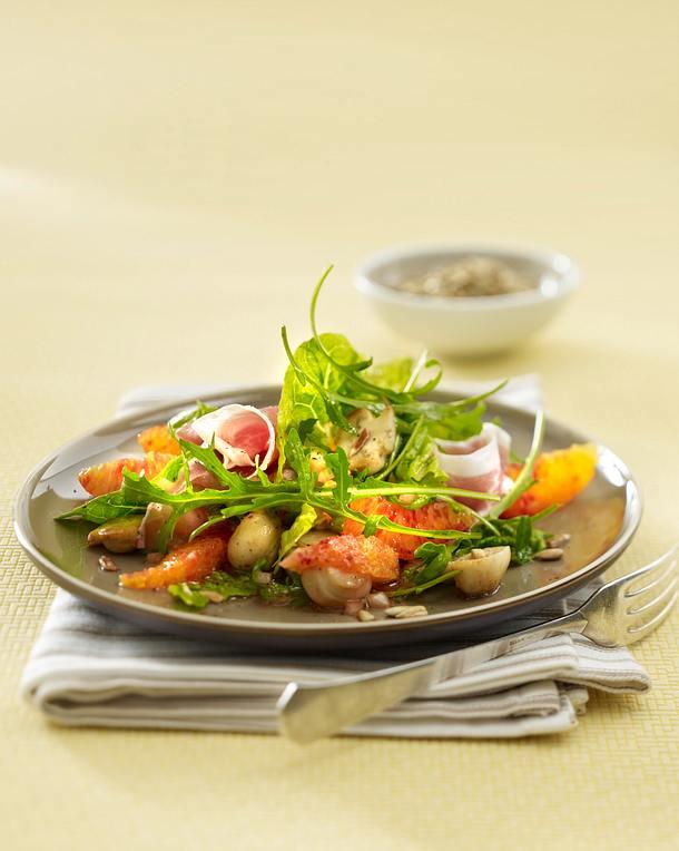 Knackiger Salat mit Champignons und Blutorangenfilets Rezept