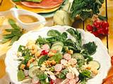 Knackiger Salat mit Croutons & Ei Rezept