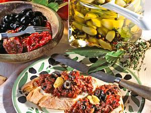 Knoblauch-Oliven-Aufstrich Rezept