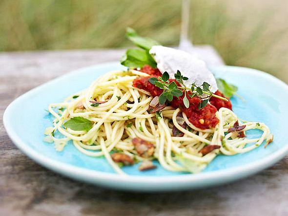 Knoblauchspaghetti mit Robiola und Basilikumtomaten Rezept