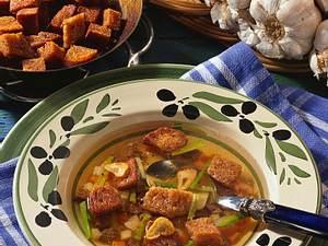 Knoblauchsuppe mit Brotwürfeln Rezept