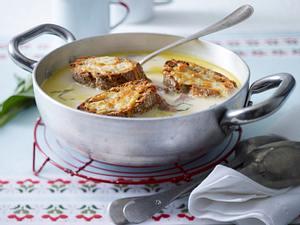 Knoblauchsuppe mit Käse-Crostini Rezept
