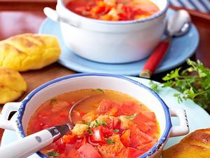 Knoblauchsuppe mit Maisbrötchen Rezept