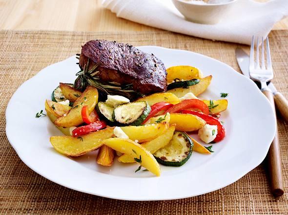 Knusper-Kartoffel-Pfanne mit Rosmarinsteak Rezept