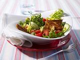 Knusprige Tofustangen auf grünem Salat Rezept