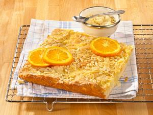 Knuspriger Mandelkuchen mit Sahneguss Rezept