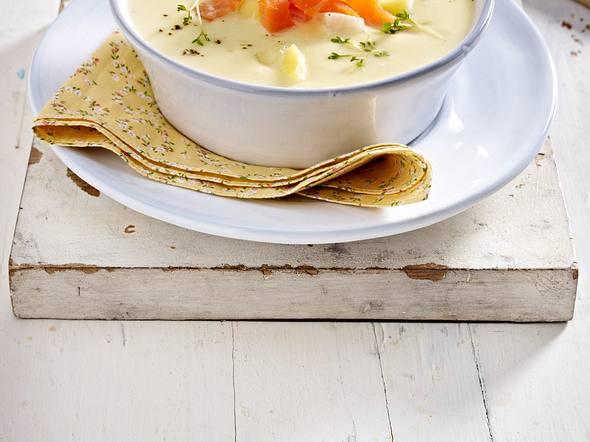 Kohlrabi-Kartoffelsuppe mit Räucherlachs und Kresse Rezept