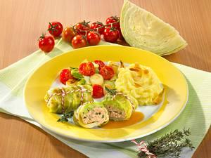 Kohlrouladen mit Tomaten-Kohlgemüse und Kartoffelpüree Rezept