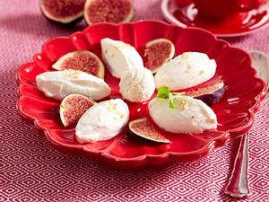 Kokoscreme mit Früchten der Saison Rezept